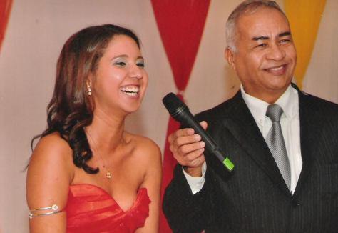 Foto Túlio  apresentando cerimonial debutante Thamires 1