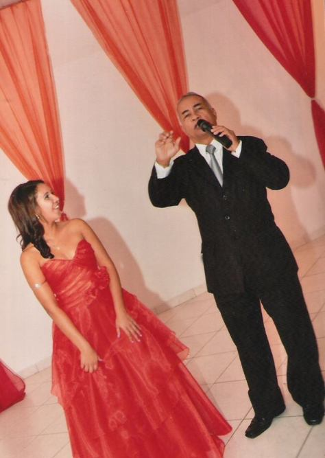 Foto Túlio  apresentando cerimonial debutante Thamires