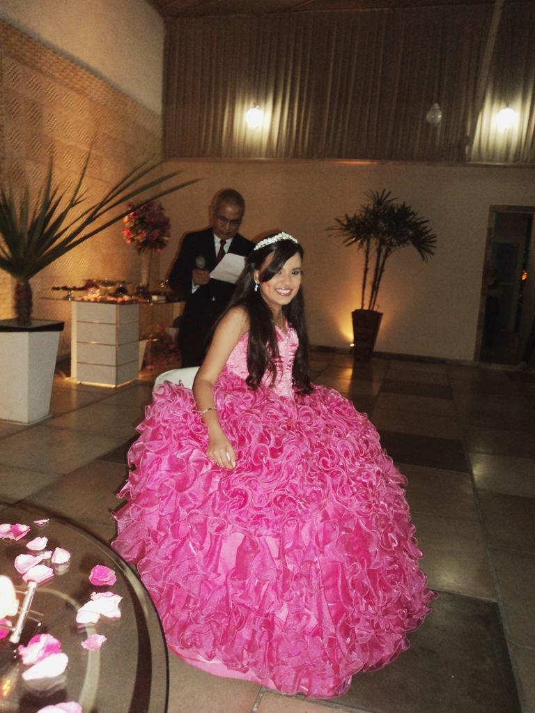 A linda debutante Amanda durante apresentação do seu cerimonial.