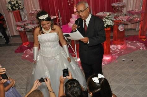 Na foto o momento do cerimonial da debutante Ana Beatriz na Casa de festas Hoje tem Alegria, em Curicica,RJ