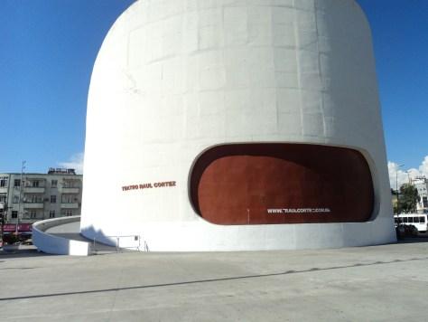 foto da fachada do Teatro  Raul Cortez em D. de Caxias.