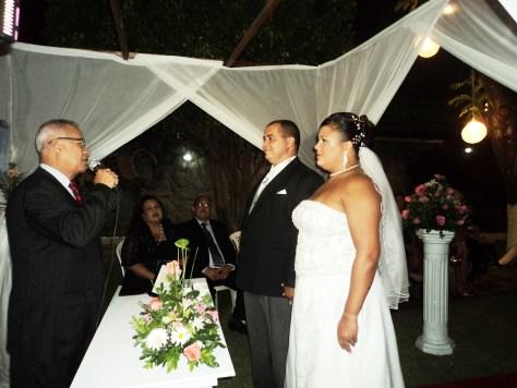 Um dos momentos da cerimônia do casamento com Túlio e os noivos. Foto de Tânia Castro.