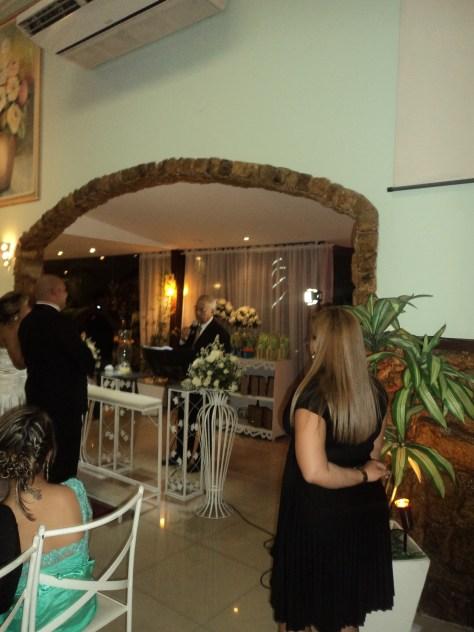 Foto da cerimônia do casamento dentro da Casa de festas.
