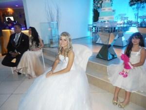 Na foto a debutante e sua linda familia.