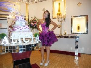 Na foto Alicia a debutante da noite.