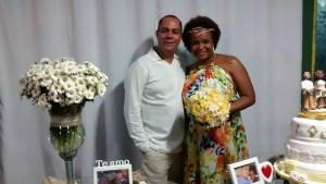 Na foto os noivos Julio e Larissa logo apos a cerimônia.