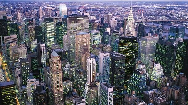 ... como escenario la ciudad de Nueva York. Gotham es el nombre de la ciudad  ficticia 52d51343896