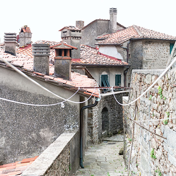 roof tops and washing lines in a Tuscan Village