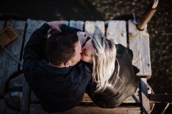 15 kiss tuscany engagement