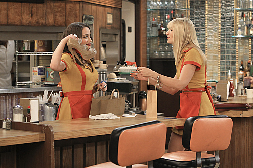 2 Broke Girls Season 2 Episode 5 And The Pre-Approved Credit Card (1)