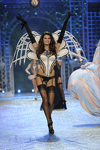 THE VICTORIA'S SECRET FASHION SHOW 2012 (7)