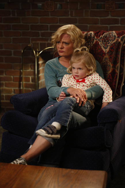 Raising Hope Season 3 Episode 13 What Happens at Howdy's Doesn't Stay at Howdy's (2)