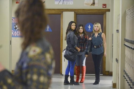 Pretty Little Liars Season 3 Episode 19 What Becomes of the Broken-Hearted (5)