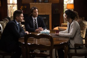 "Supernatural -- ""Safe House"" -- Image SN1116a_0330.jpg -- Pictured (L-R): Jensen Ackles as Dean, Jared Padalecki as Sam and Holly Elissa as Mary Henderson -- Photo: Diyah Pera/The CW -- © 2016 The CW Network, LLC. All Rights Reserved"