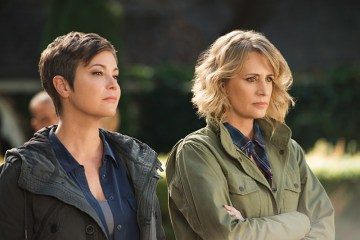 "Supernatural -- ""Celebrating the Life of Asa Wilder"" -- SN1206b_0070.jpg -- Pictured (L-R): Kim Rhodes as Jody Mills and Samantha Smith as Mary Winchester -- Photo: Diyah Pera/The CW -- © 2016 The CW Network, LLC. All Rights Reserved"