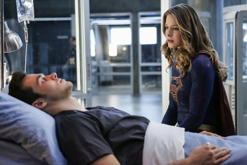 """Supergirl -- """"Medusa"""" -- Image SPG208b_0143 -- Pictured(L-R): Chris Wood as Mike/Mon-El and Melissa Benoist as Kara/Supergirl -- Photo: Bettina Strauss/The CW -- © 2016 The CW Network, LLC. All Rights Reserved"""