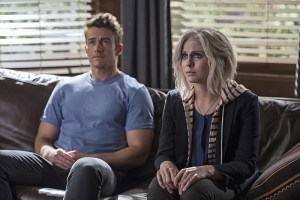 """iZombie -- """"Method Head"""" -- Image Number: ZMB210a_0292.jpg -- Pictured (L-R): Robert Buckley as Major and Rose McIver as Liv -- Photo: Cate Cameron/The CW -- © 2015 The CW Network, LLC. All rights reserved."""