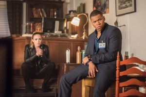 "DC's Legends of Tomorrow --""Doomworld""-- LGN216b_0385.jpg -- Pictured (L-R): Caity Lotz as Sara Lance/White Canary and Franz Drameh as Jefferson ""Jax"" Jackson -- Photo: Dean Buscher/The CW -- © 2017 The CW Network, LLC. All Rights Reserved"
