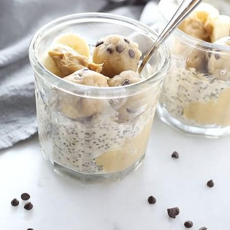 This Cookie Dough Peanut Butter Overnight Oat recipe is like dessert! It is vegan + gluten free and full of peanut butter and cookie delicious-ness!!! Like a creamy cookie peanut dream come true! / TwoRaspberries.com
