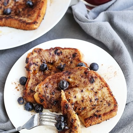 This Healthy Vegan Blueberry Banana French Toast is soft, moist and delicious! Blueberries and Bananas come together perfectly in this vegan french toast! / TwoRaspberries.com