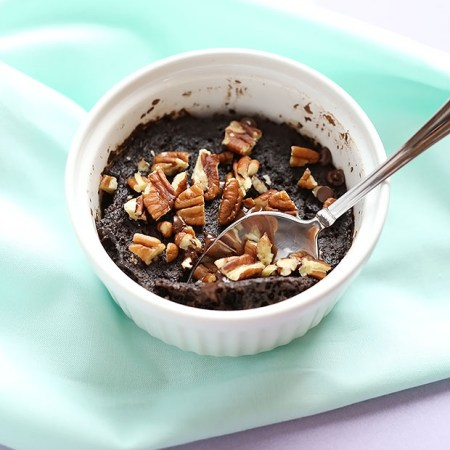 This 5 Ingredient Healthy Vegan Microwave Brownie is quick and easy to make. Single serving brownie and it is vegan, gluten free and refined sugar free. / TwoRaspberries.com