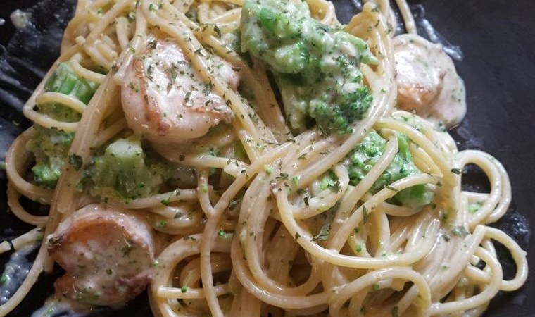Shrimp and Broccoli with Creamy Garlic Pasta