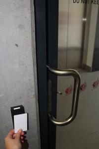 Выйти с парковки можно только отсканировав карточку