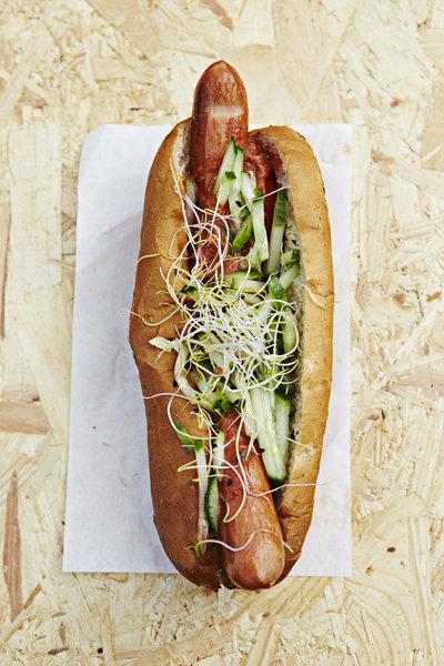 rsz_food_festival_2014_-_7_sep_-_hotdog_dm_-_foto_claes_bech_poulsen_-_ff2986