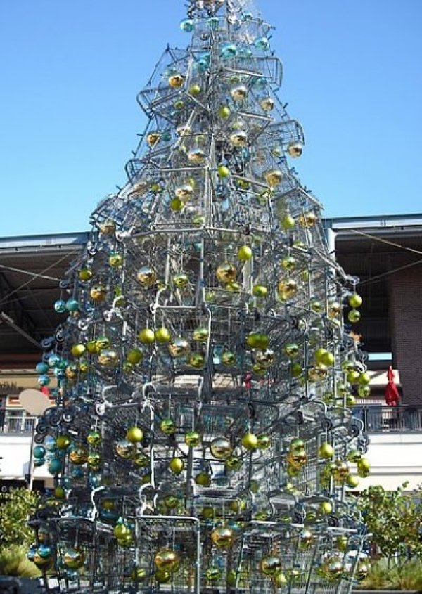 Shopping cart tree via You The Designer