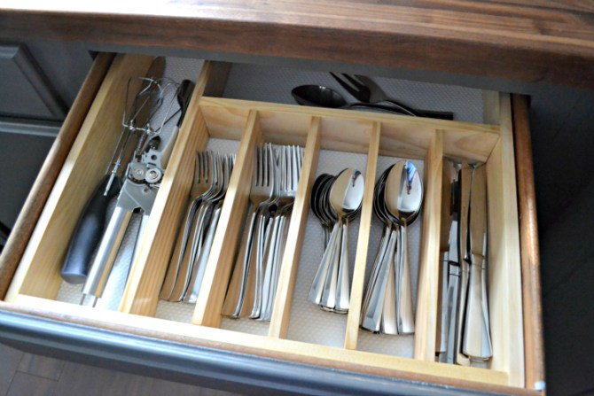 10 to organized diy silverware drawer organizer the for Utensil organizer for small drawers