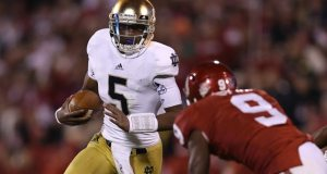 Notre Dame Fighting Irish quarterback Everett Golson (5) scrambles with the ball in the fourth quarter against Oklahoma Sooners linebacker Gabe Lynn (9) at Oklahoma Memorial Stadium. (Photo: Matthew Emmons / US PRESSWIRE)