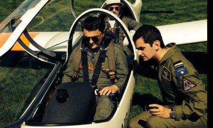 Ambasadori Greiçevci takohet me pilotët e rinj shqiptarë në bazën ushtarake britanike të RAF-it