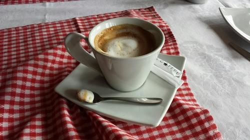 Yahoo.com: Kosovo macchiatos are better than Italian ones.