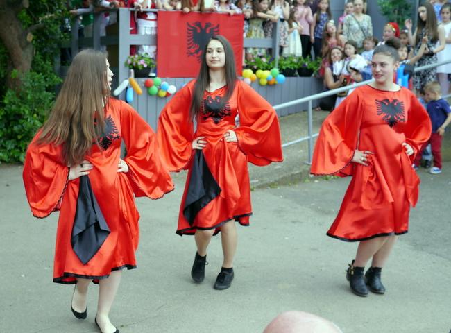 Imazh nga festimi i vjetshem i 1 qershorit ne parkun Childs Hill ne Londer