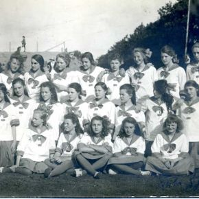 Dite Sportive nga viti 1921 e katerta nga e majta eshte Miep Willeke
