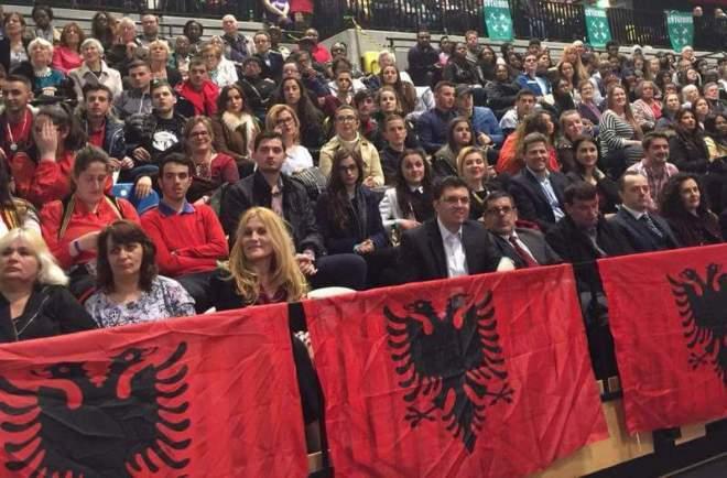 """Shqiptarë të Londrës gjatë ngjarjes zgjedhore """"London Citizens Mayoral Assembly 2016"""" të mbajtur me 28 prill 2016"""
