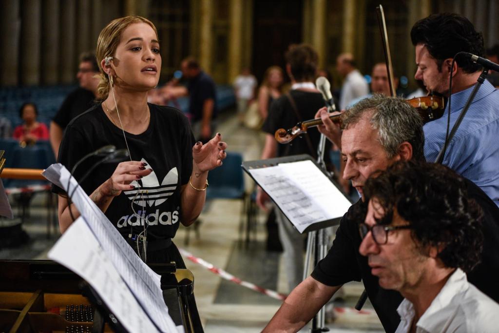Rita Ora rehearsing yesterday in Vatican with  Bujar Llapaj, Genc Tukiçi and Shkelzen Doli.