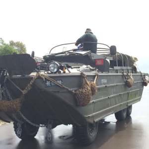 Deventerissä Hollannissa koettiin monenlaisia seikkailuja. Tandem-pyörällä ajon lisäksi pääsin amfibin kyytiin, joka kuljetti meitä jokea pitkin rannalta toiselle.