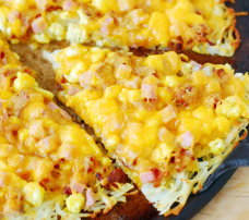 breakfast-pizza-with-a-hash-brown-crust