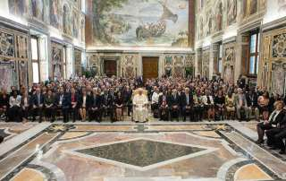 Pope Francis (centre) with delegates to the 39th FAO Conference during a special audience at the Vatican. Photo: FAO