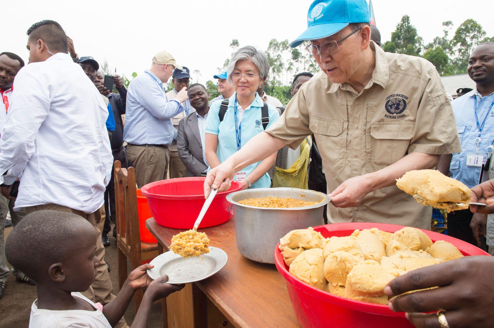 Photo: Secretary-General Ban Ki-moon visits an IDP camp in Kitchanga, North Kivu, DRC.