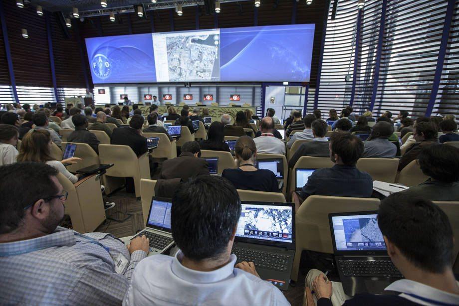 Photo: A Google Earth training course at FAO.