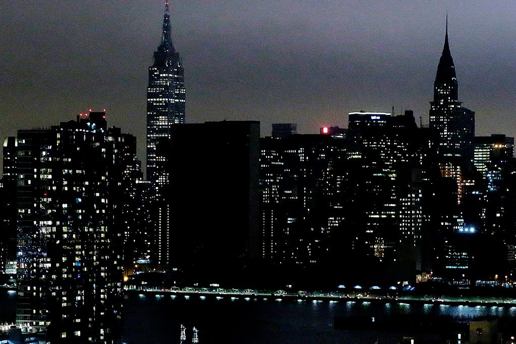 Lights dimmed at UN Headquarters, in New York, to observe Earth Hour in 2017. UN Photo/Evan Schneider