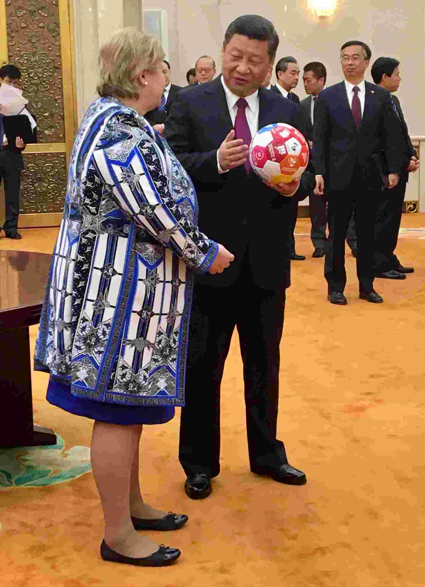 Prime Minister Solberg Gave President Xi a football featuring the SDG icons. Photo credit: Norwegian FM