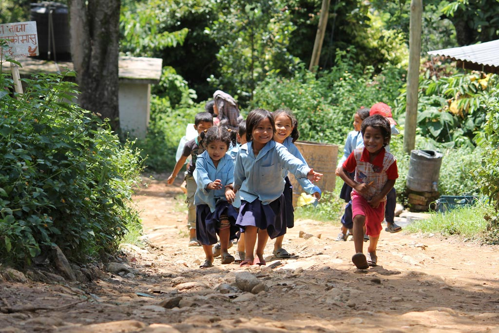Young children play outside after the school day ends in rural Nepal. Photo: Aisha Faquir/World Bank