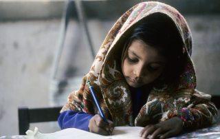 A young girl does her school work in Karachi, Pakistan. UN Photo/John Isaac