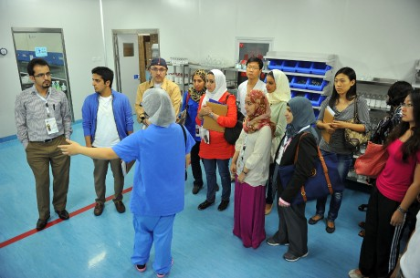 Youth exchange Programme participants on a visit to the Chinese Medical center (photo: courtesy of MOFA)