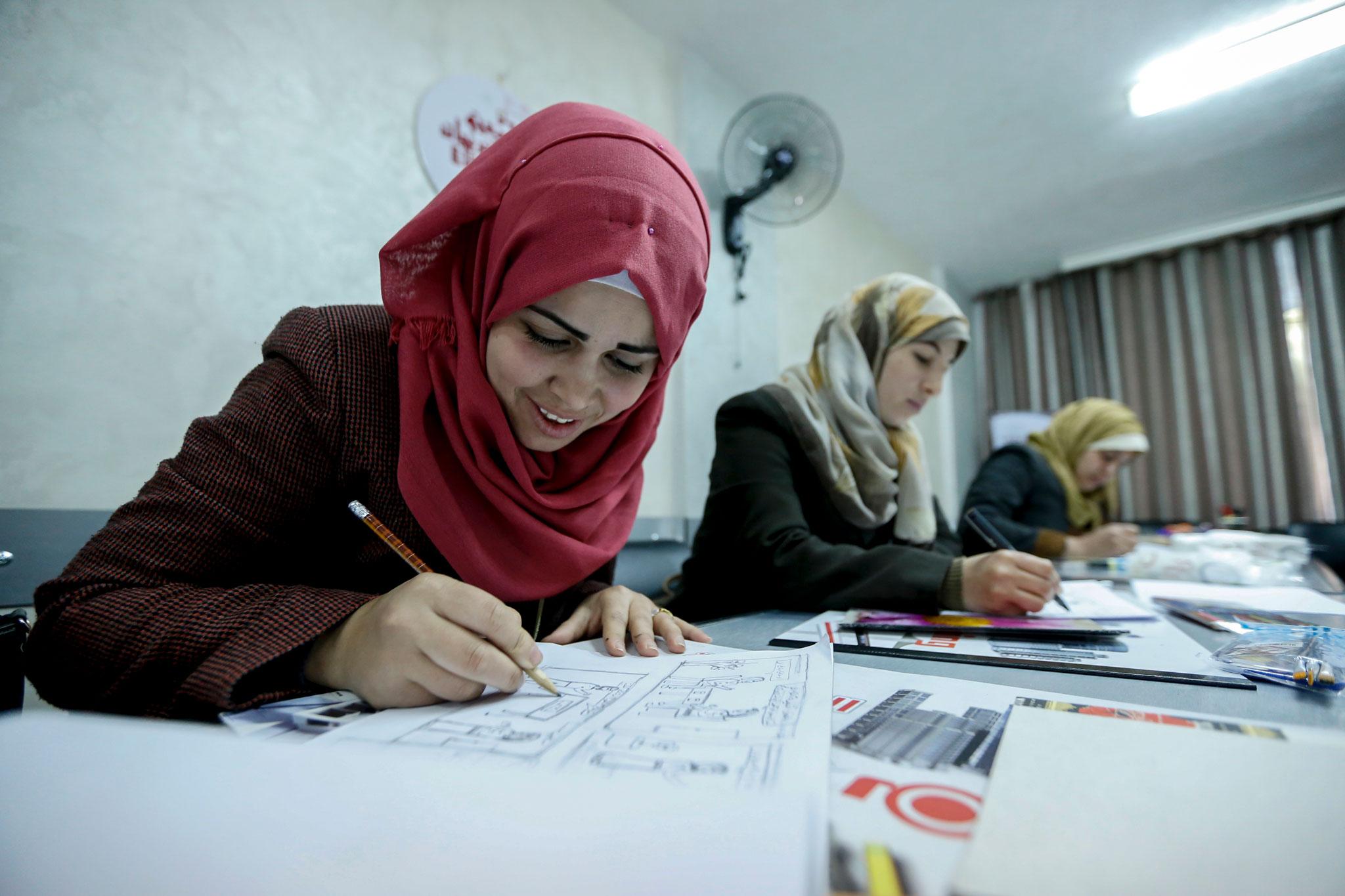 28-year-old Mokaram Al-Hegi (left) during the comic drawing training in Gaza city. © 2017 UNRWA Photo by Rushdi Al-Sarajj