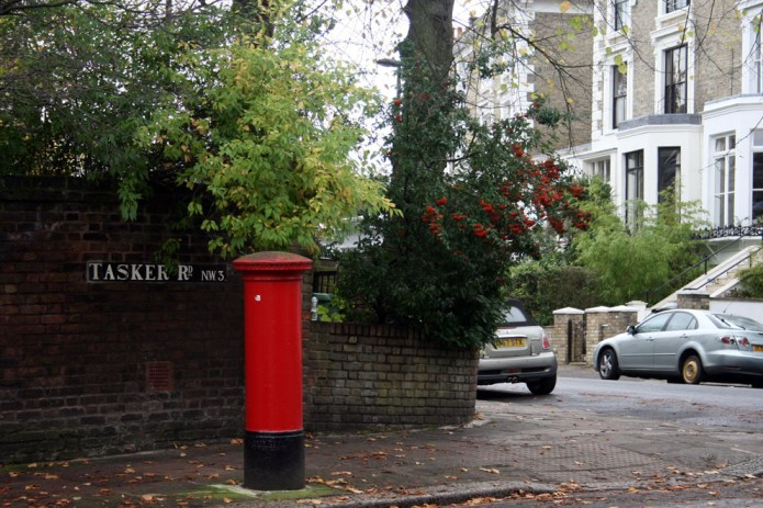 Árboles de bolas rojas, muy típicos de Londres