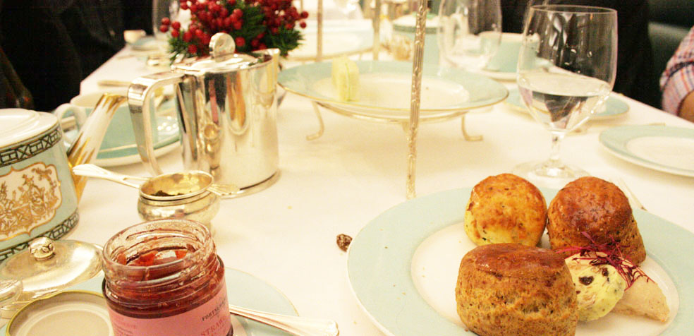 afternoon tea en Fortnum Mason scones